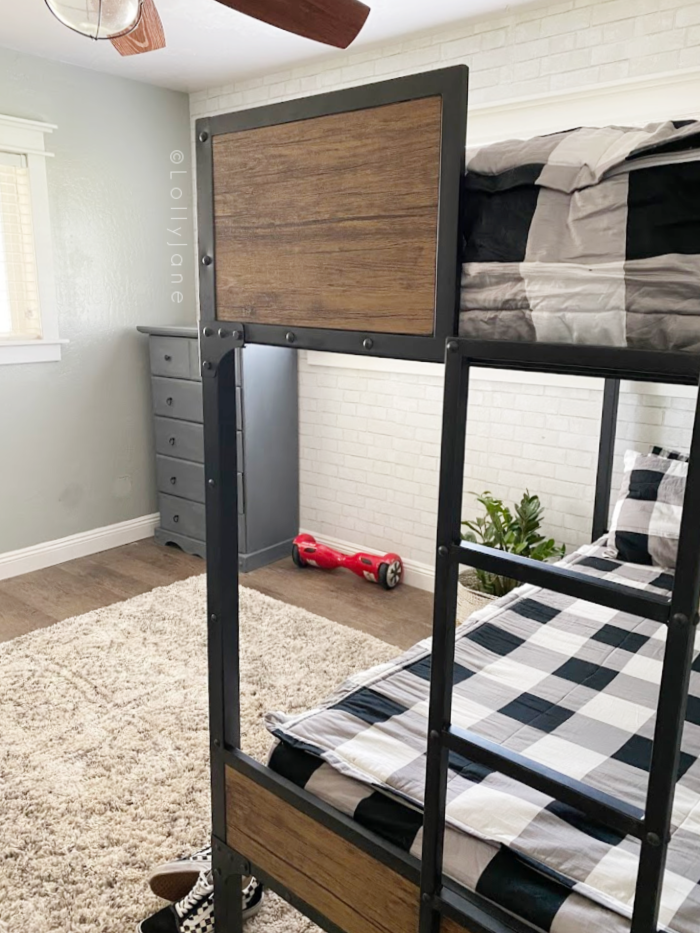 Loving this industrial shared boys room decor, sturdy bunk beds make for more room in this shared bedroom. #boysbedroom #sharedboysbedroom #teenboysroomdecor #industiralbunkbeds