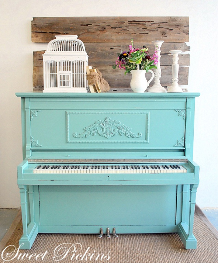 Aqua is such a cheerful color so painting your piano aqua is a good idea if you want to make yourself smile! Love this pretty aqua painted piano. #aquapiano #paintedpiano #paintedaquapaino #howtopaintapiano #colorfulpianoideas