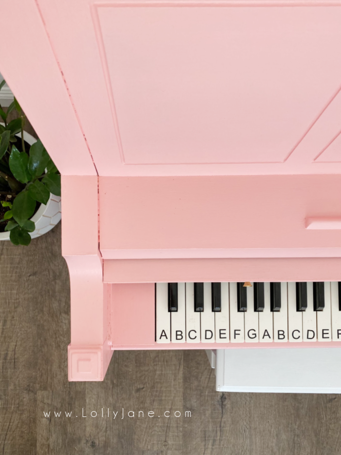 How to paint a thrifted piano into a happy pink statement! Check out this easy way to paint a piano in just a few hours. #howtopaintpiano #paintedpiano #paintedpianotutorial #pinkpiano #paintedpianoideas