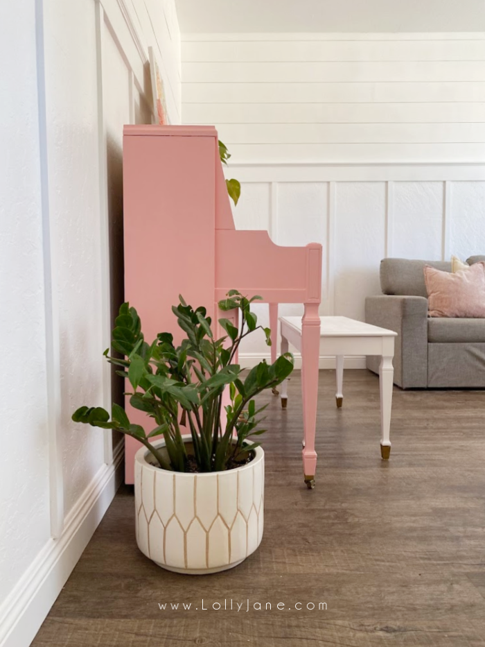 How to paint a piano without sanding. You just need some good paint and a quality brush plus a free afternoon! #howtopaintpiano #paintedpiano #paintedpianotutorial #pinkpiano #paintedpianoidea