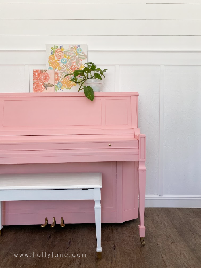 If you've been thinking of painting your piano, here's your sign! Such an easy way to update a piano with a little paint and a brush! #howtopaintpiano #paintedpiano #paintedpianotutorial #pinkpiano #paintedpianoideas