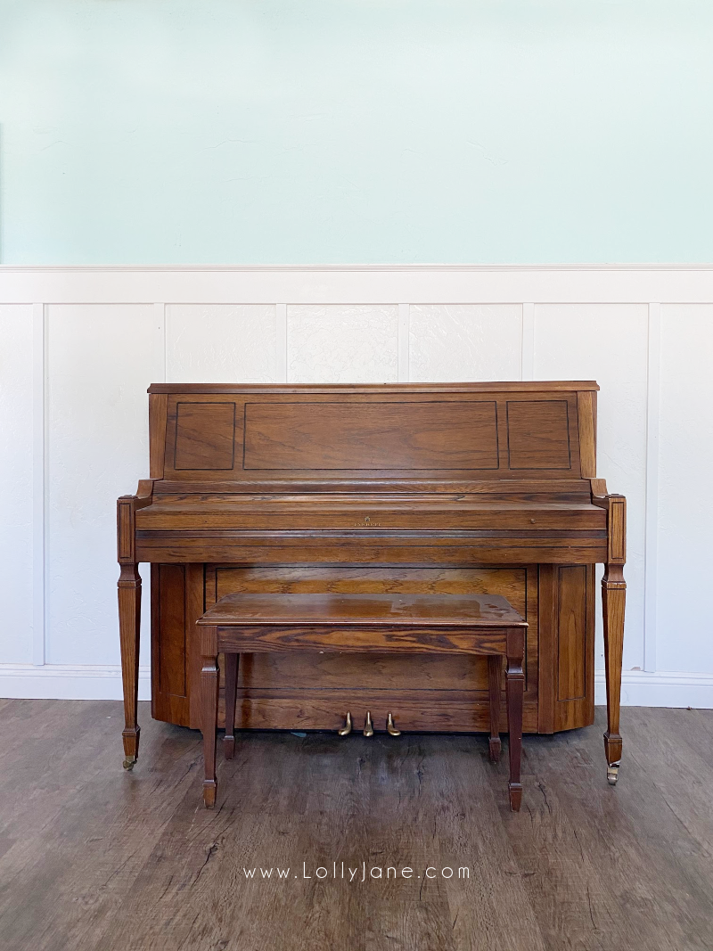 How to paint a wood piano with latex paint, just a few hours of time for this amazing makeover! #howtopaintpiano #paintedpiano #paintedpianotutorial #pinkpiano #paintedpianoideas