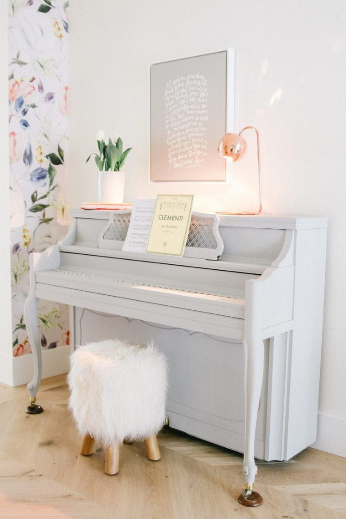 If you don't want to paint your piano white but still want a slight tint, check out this pretty light gray painted piano. So pretty! #graypiano #paintedpianoideas #lightgraypaint #lightgraypaintedpiano #graypiano #modernpiano