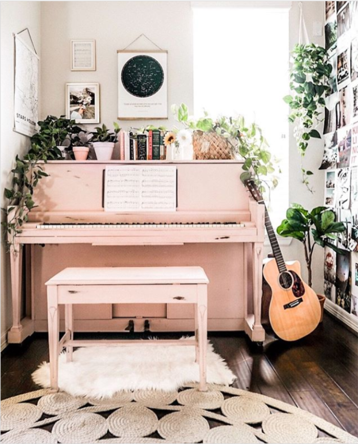 I'm dying over how cute this light pink painted piano is!! Such a fun piece to mix in with eclectic home decor! #pinkpiano #paintedpinkpiano #paintingapiano #pianodecor #pianodecor #howtodecoratearoundapiano