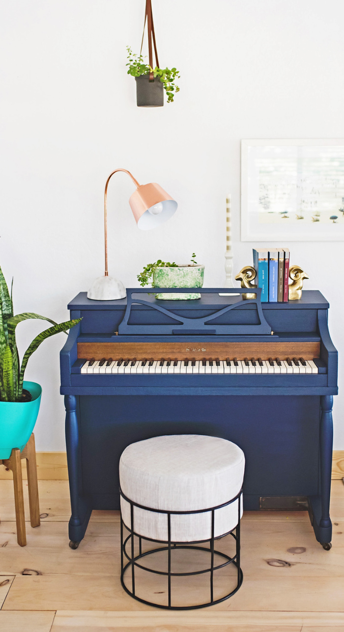 Navy is such a classy color so adding it to your decor is a great way to create timeless decor. Love this navy painted piano to create a well dressed room. #navypaintedpiano #navypiano #paintedpianoideas #bluepiano #darkpaintedpiano