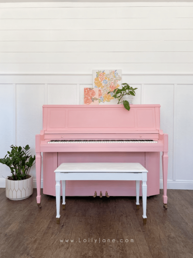 An easy piano painting tutorial. Transform your piano in an afternoon with some paint and a $5 brush! #howtopaintpiano #paintedpiano #paintedpianotutorial #pinkpiano #paintedpianoidea