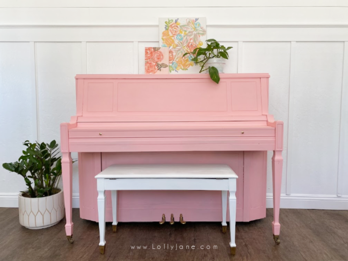 An easy step by step piano painting tutorial. Such an easy and inexpensive way to update an old piano. #howtopaintpiano #paintedpiano #paintedpianotutorial #pinkpiano #paintedpianoidea