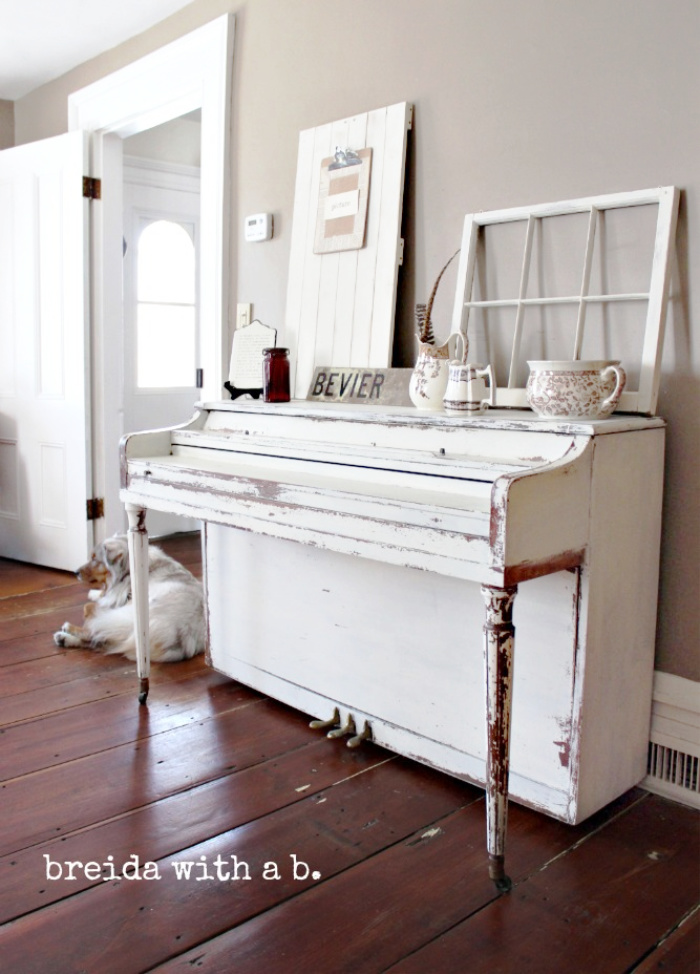 If you're looking for a milk painted piano, we love this vintage white chippy painted piano to create a worn look. So pretty! #milkpaintpiano #milkpaint #paintedpiano #howtopaintapiano #whitepaintedpiano #chippypaintedpiano #whitepiano