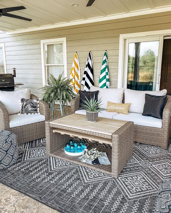 This is a diverse boho style outdoor rug from, it'll mesh well with any outdoor space. #outdoorrug #outdoorrugideas #outdoorstyle #rugforoutdoors #porchrugideas