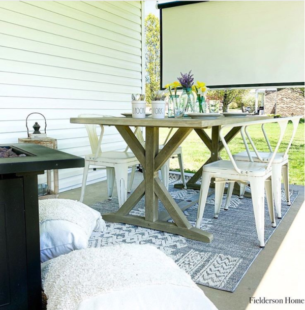 The texture on this gray white farmhouse outdoor rug will make you so comfy on your outdoor porch! #graywhitefarmhouserug #outdoorrug #graywhiteoutdoorrug #outdoorrugideas #farmhouseoutdoors