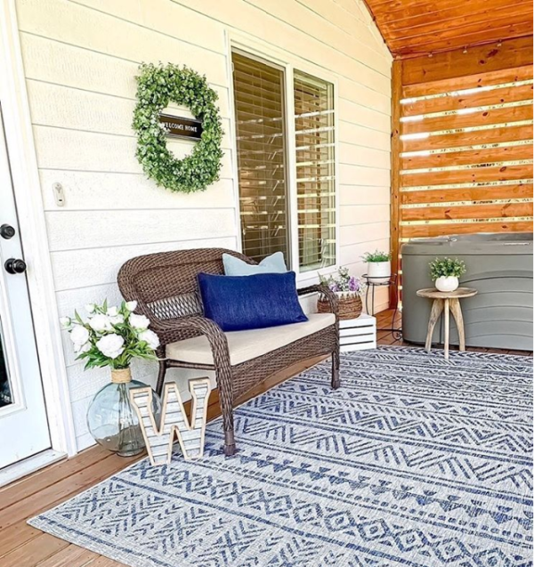 This tribal outdoor rug will cozy up any porch! #outdoorrug #tribalrug #porchliving #navyrugideas