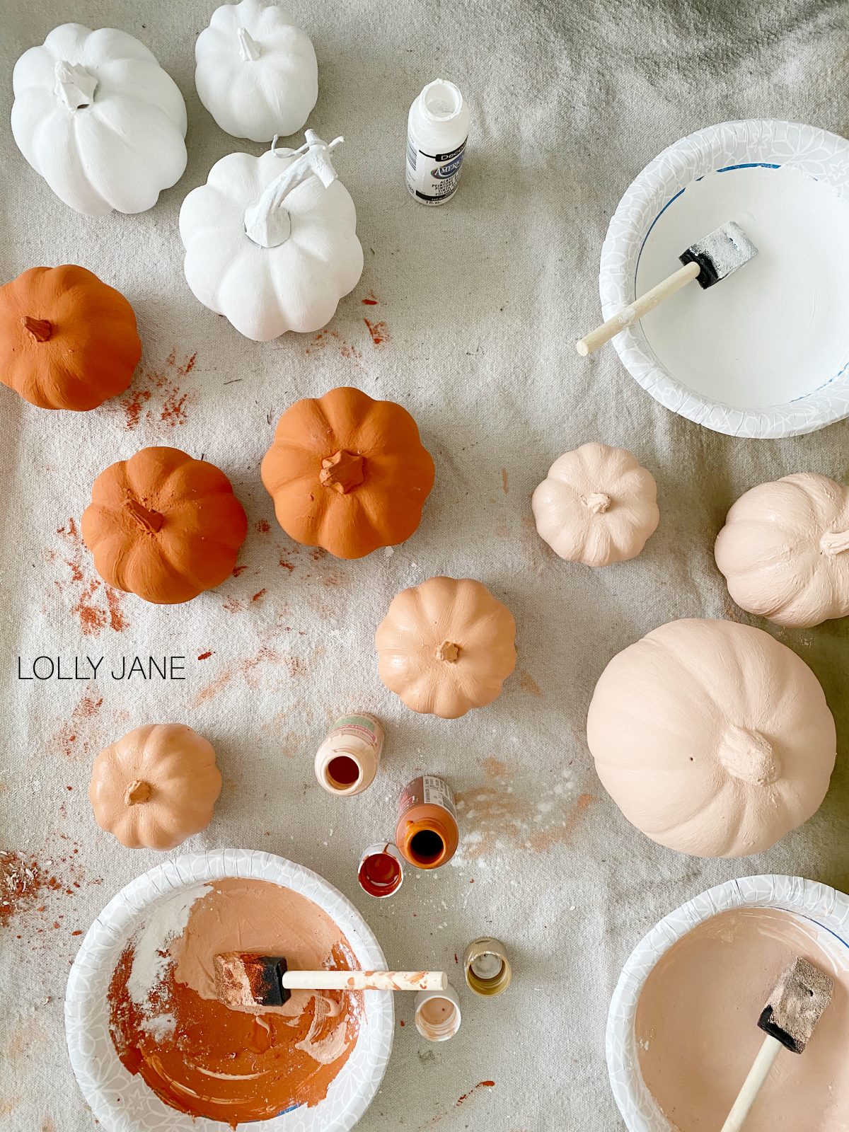 DIY Baking Powder Painted Pumpkins! So cute and easy! #diypumpkins #paintedpumpkins #bakingpowderpumpkins #falldecor #falldecoration #fallcraft #fallcrafts #pumpkincrafts #pumpkincraft #pumpkin #dollarstorecrafts