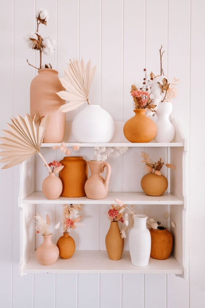 This baking soda paint vase tutorial is trending so hard right now! If you're wondering how to paint a vase with baking soda and paint, you'll love baking soda painted pumpkins, so cute! Such a fun and creative way to paint pumpkins that last all season long! #paintedpumpkins #howtopaintpumpkins #paintedpumpkins #pumpkinpaint #bakingsodapaint #howmuchbakingsodatoaddtopaint #bakingsodapainttrend