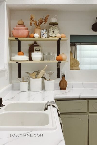 DIY Open Kitchen Shelves | Easy open kitchen shelves that totally changed this room! You've GOT to see the 40 year old kitchen and how we updated it for a few hundred bucks with epoxy countertops and open kitchen shelving!! Loving these open kitchen shelves! #openkitchenshelves #diyshelves #howtohangsheleves #openkitchenshelves #openkitchenshelving #openkitchenideas #howtostylekitchenshelves #falldecorating #fallkitchenshelves