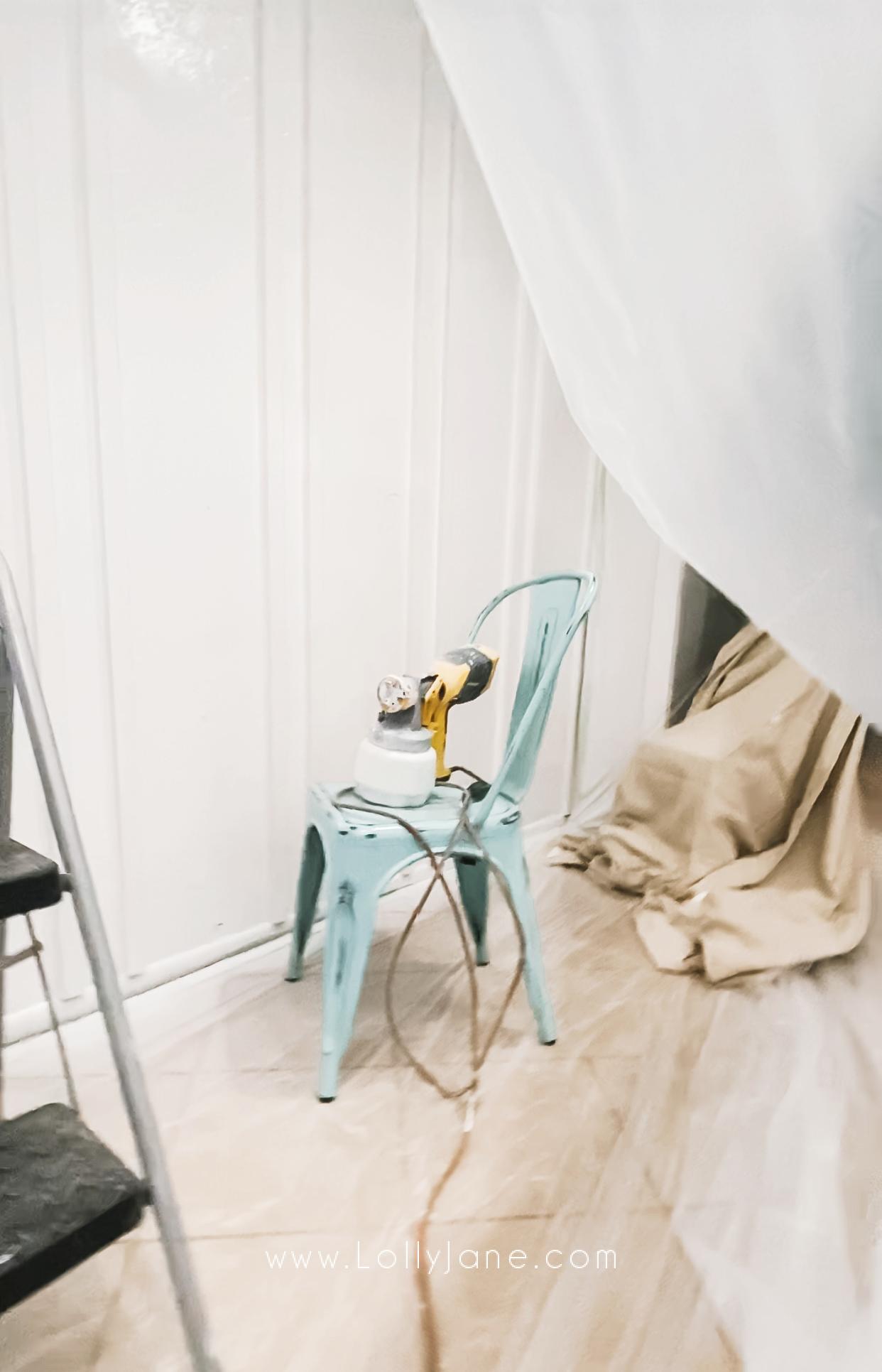 Check out this easy to install double batten wall treatment, such a pretty wall idea! #bohostyledecor #bohofarmhousedecor #howtoinstalldoublebatten #howtoinstalldoubleboardandbatten #easytoinstallwalltreatment #cheapwalltreatment