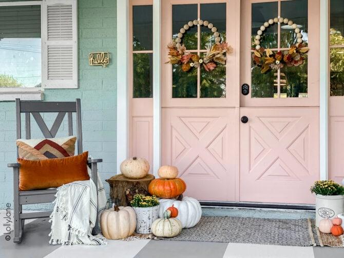 Farmhouse style fall decor, so easy and affordable! #falldecor #falldecorations #fallporch #fallporchhdecor #porchdecor #porchdecorations