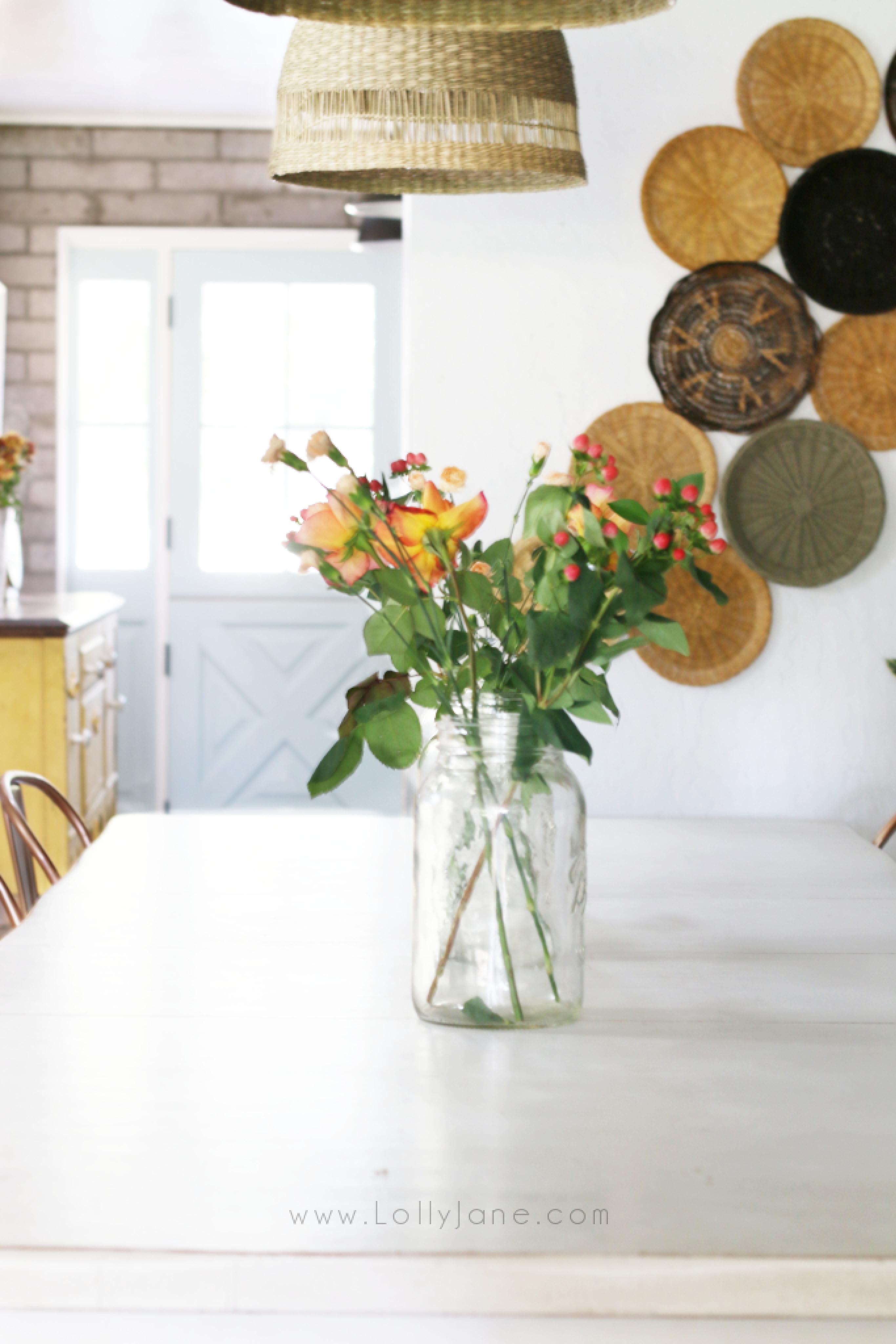 How to blend boho to farmhouse style decor. Love how cozy farmhouse house but the fun trend of boho decor? We've got some tips to marry the two styles! #farmhousebohodecor #bohofarmhousedecor #howtostylebohodecor #modernfarmhouse #basketwallidea #basketpendants