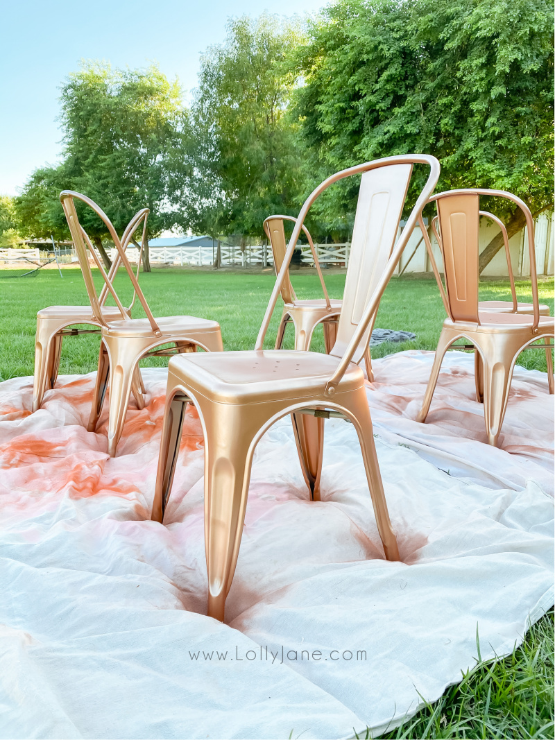 Love this quick spray painted metal chair tutorial, easy to follow step by step instructions for a fast transformation. #howtospraypaintchairs #spraypaintedmetalchairs #metallicspraypaintedchairs #hotospraypaintfurniture