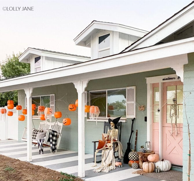 EASIEST Halloween Porch Decorations ever: $1 plastic pumpkin pails + fishing line! SO CUTE! #fishingstringpumpkinhanging #pumpkinghanginghalloweendecor #porchpumpkindecor #floatingpumpkinsporchdecor #halloweenpumpkinshanging #howtohangpumpkinshalloweendecor