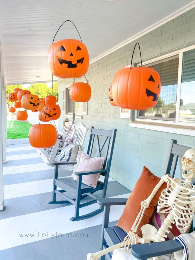 DIY floating pumpkins Halloween porch decor, so cute! Add some tea lights so they glow at night, fun! #halloweendecor #outdoorhalloweendecor #cheaphalloweendecor #howtohangpumpkins #outdoorhalloweenideas #dollarpumpkindecor