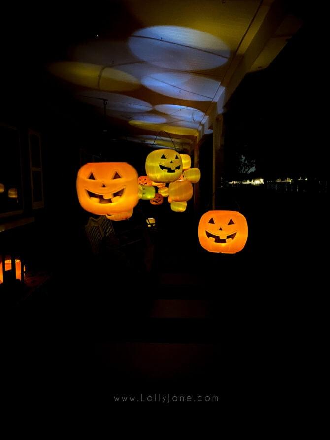 DIY floating pumpkins, easy porch decorations! Such a fun Halloween porch decoration idea using dollar plastic pumpkins and tea lights! #diyhalloweendecor #outdoorhalloweendecor #plasticpumpkindecor #candybucketpumpkins #candybucketpumpkindecor #diyhalloweendecor