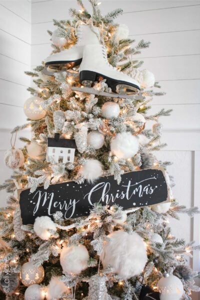 Winter Wonderland Christmas Tree! Love the snowy wihte touches with black! #Christmas #ChristmasTree #ChristmasTreeTheme #whiteblackchristmastree #christmastreetheme