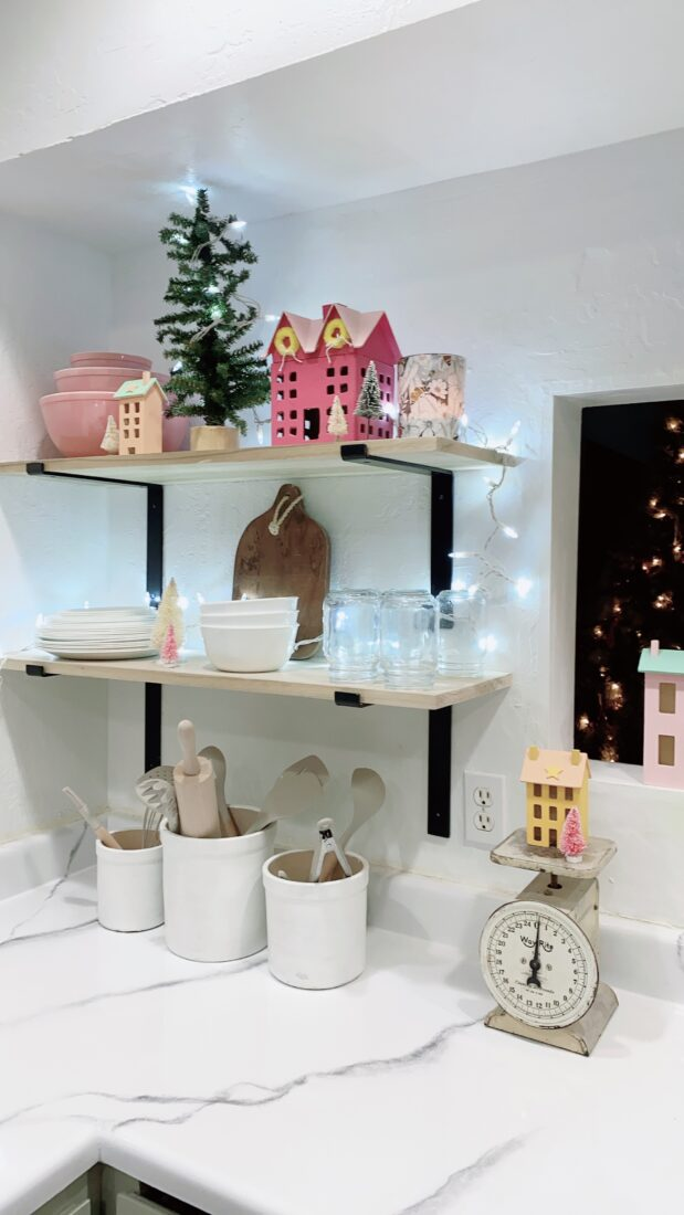 Cute kitchen decked out for Christmas, love the simple pieces that add instant CHEER! #christmas #christmasdecor #christmasdecorations #christmaskitchen #kitchenshelves #christmasshelves