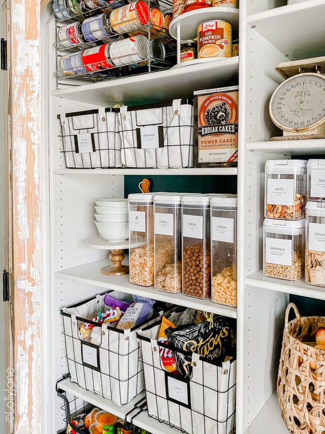 Organizing your pantry doesn't need to be intimidating, check out these easy tips for pantry storage! #pantryorganization #organization #homeorganization