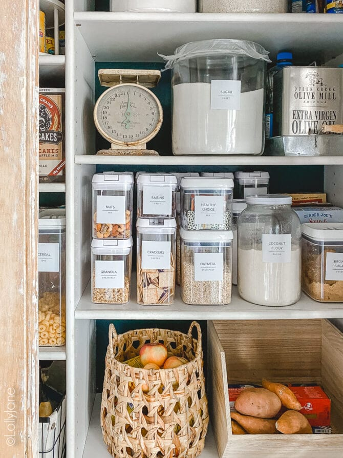 Keeping your pantry doesn't need to be hard, check out these easy tips. Give your pantry a makeover with some a splash of color on the wall + coordinating containers! #pantry #pantrymakeover #pantryrefresh #pantryorganization #organization #homeorganization