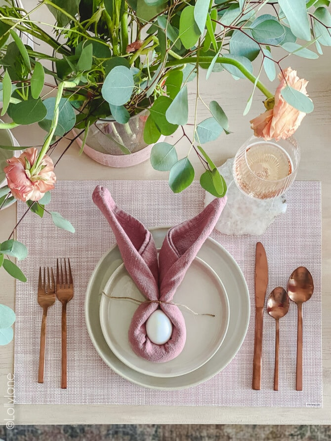 Bunny napkin rings are the perfect touch to your spring or Easter table scape! EASY to do! #easter #easterdecor #easterdecorations #eastertablecape #springtablescape #tablescape #tabledecor #eastertabledecor