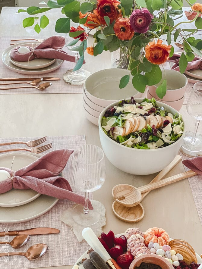 Pretty table scape that's perfect for Easter or spring with pops of pink, florals and gold flatwear! Copy this look, SO easy to copy! #easter #easterdecor #easterdecorations #eastertablecape #springtablescape #tablescape #tabledecor #eastertabledecor