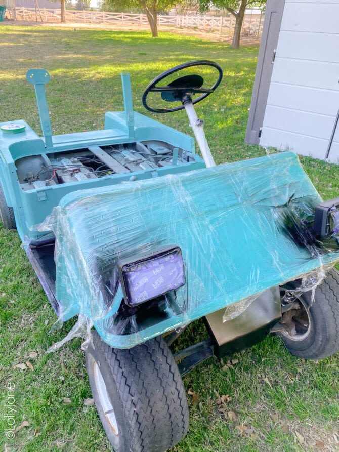 Make over a golf cart in no time with a little prep + Colorshot spray paint... click through to see how! #golfcart #golfcartmakeover #paint #paintingtips #painttips #spraypaint #spraypainting #spraypainttips