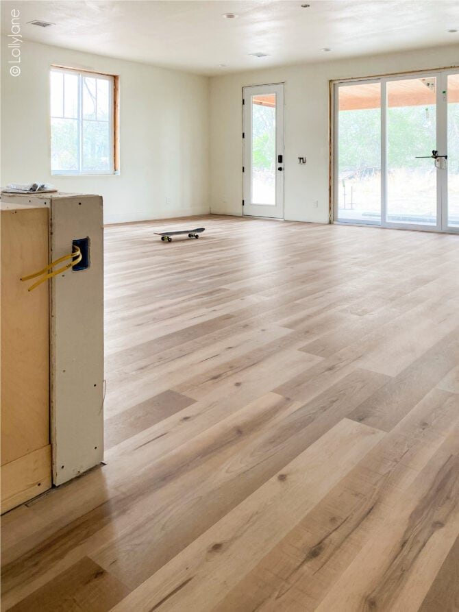 Warm oak flooring, yes please! This LVP flooring (luxury vinyl plank) looks just like hardwood but without the maintenance! Kid and pet friendly, waterproof and doesn't compromise style... win win!